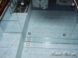 Зеркальный подвесной потолок в ванной