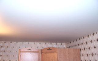 Натяжные потолки пвх в гостиной отзывы и фото